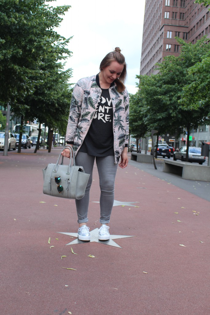 Half Bun, Fashion, Pull & Bear, Bomberjacke, Bomber Jacket, Streetstyle, silber, Sneaker, Reserved, Another A