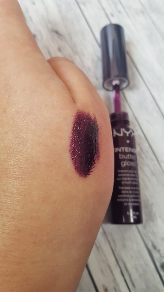 nyx, dm, Drogerie, Kosmetik, Make-up, Styling, Lipgloss, Lipcolour, intense butter gloss, purple, dark, black cherry tarte, swatches, review