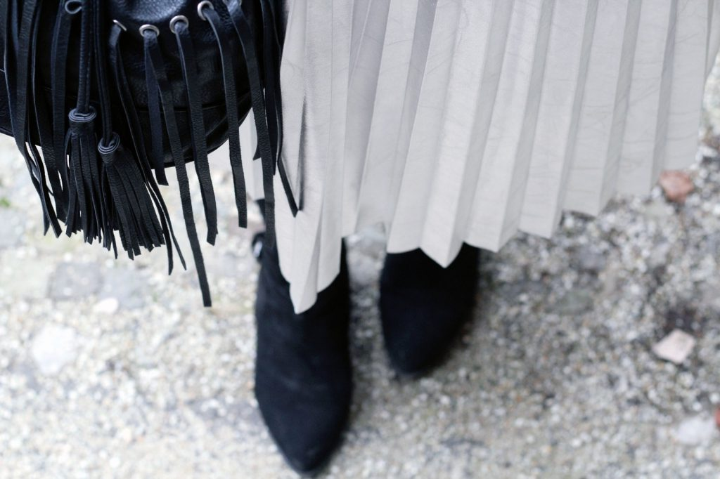 Silber, Rock, Pleated Skirt, Faltenrock, Pliseerock, Pull&Bear, Knit, Silver, Strickpulli, Fransen, Plisee, Winterlook, Winteroutfit