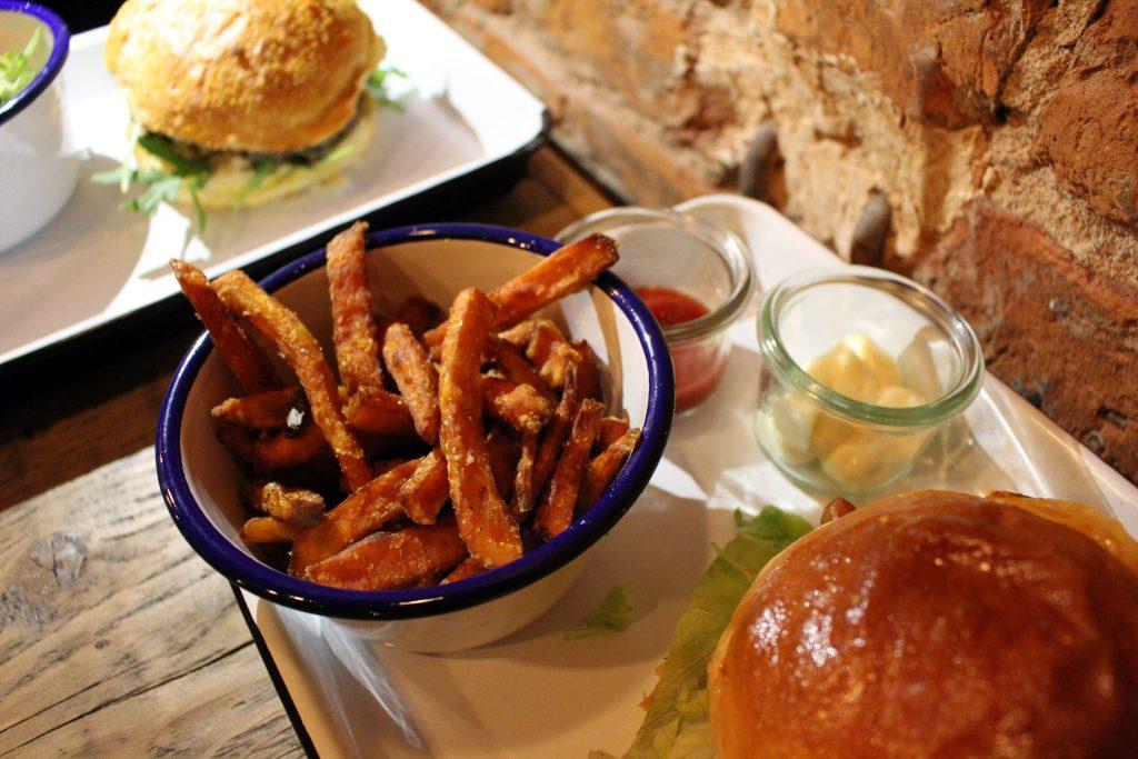 Honigdachs, Bremen, Viertel, Burger, Bar, Cafe, Restaurant, Burgerladen, Süßkartoffelpommes
