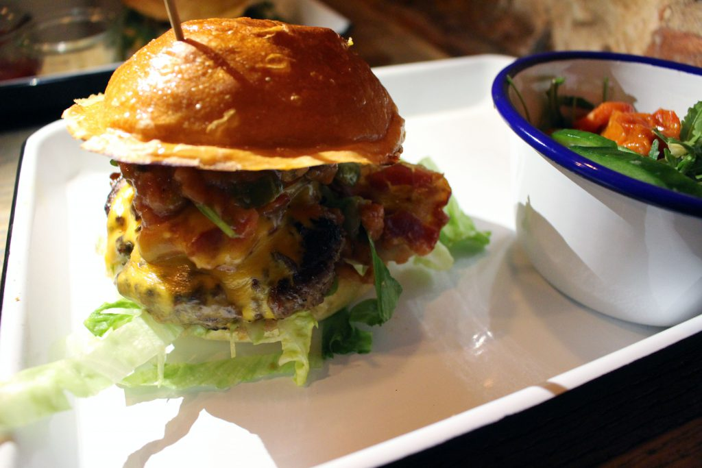 Honigdachs, Bremen, Viertel, Burger, Bar, Cafe, Restaurant, Burgerladen, Bacon Cheeseburger