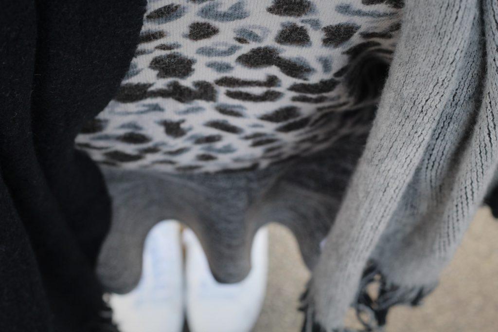 Aprilwetter, Frühling, Outfit, Look, Leo, Strick, Oversized, Mantel, Navy, Black, Sneaker, Streetlook