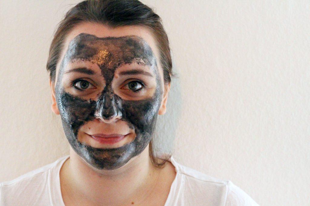 schwarze peel off maske maybeauty dm notanotherfashionblog. Black Bedroom Furniture Sets. Home Design Ideas