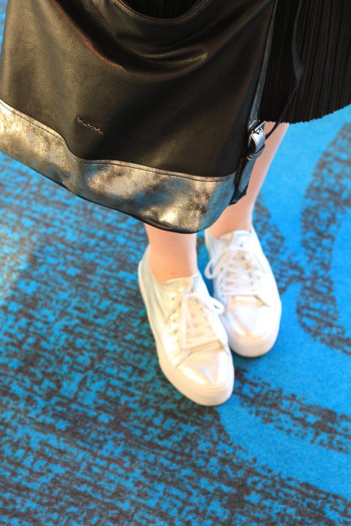 Outfit, Silver Details, Sneaker, Shopper, Jeans Fritz